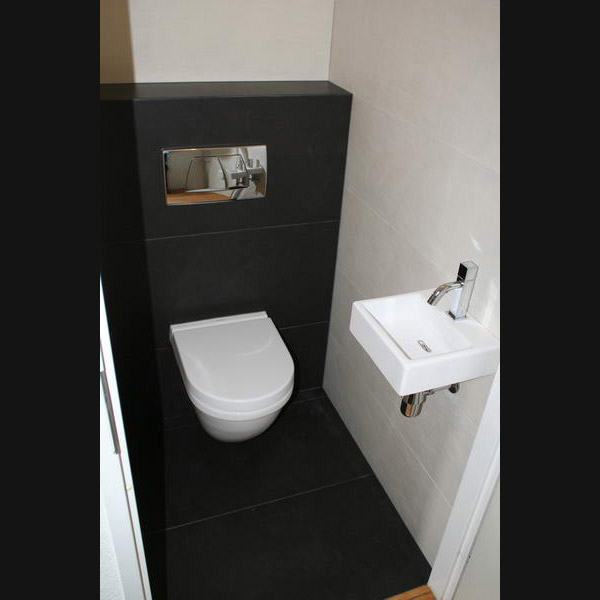 toilet met vloertegels 45x90 superstrak design en vierkant. Black Bedroom Furniture Sets. Home Design Ideas